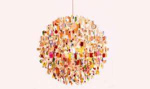 Lampadario con oggetti trovati in spiaggia http://ambalaj.se/2009/12/01/waste-transformed-into-art/